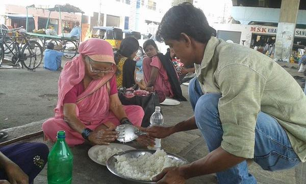 feeding the poor-hungry woman